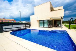 Riudellots de la Selva Villa Sleeps 8 Pool T582228 - Aiguaviva