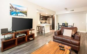 Service Apartments in Business District and LA Beach Area