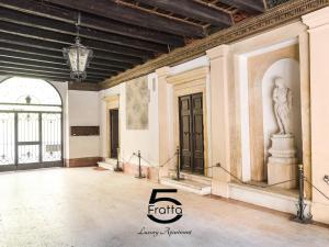 Fratta5 Luxury Apartment - AbcAlberghi.com