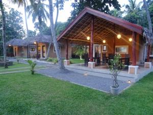 airport eco cottage