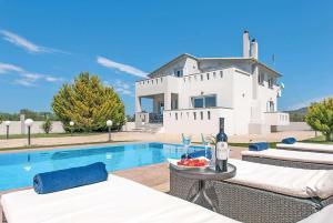 Agrilia Villa Sleeps 6 Air Con WiFi