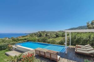 Paliouri Villa Sleeps 6 Air Con WiFi