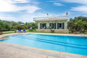 Chalikounas Villa Sleeps 4 Air Con WiFi - Agios Ioannis Peristerion