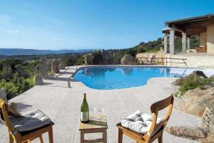 Cala Bitta Villa Sleeps 10 Air Con - AbcAlberghi.com