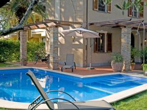 Forte dei Marmi Villa Sleeps 6 Pool Air Con WiFi - AbcAlberghi.com