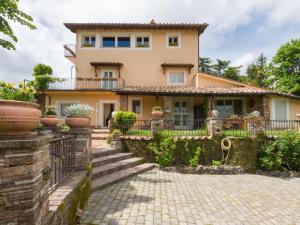 Rocca di Papa Villa Sleeps 9 Pool Air Con WiFi - AbcAlberghi.com