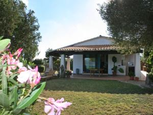 Pittulongu Villa Sleeps 6 Pool Air Con - AbcAlberghi.com