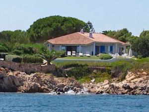 Pittulongu Villa Sleeps 6 Air Con - AbcAlberghi.com
