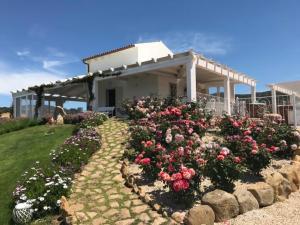 Badesi Villa Sleeps 6 Pool Air Con WiFi - AbcAlberghi.com