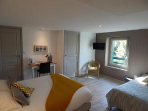 Location gîte, chambres d'hotes Hôtel Restaurant Le Dolmen dans le département Loire 42
