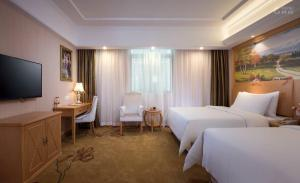 Deluxe Triple Room Vienna Hotel Shanghai International Tourist Resort Xiuyan Road Metro Station Branch