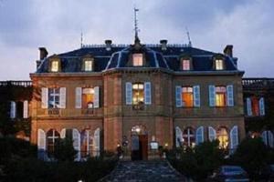 Chateau de Larroque