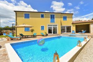 Tomisici Villa Sleeps 12 Pool Air Con WiFi