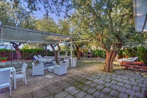 Marina di Puolo Villa Sleeps 4 Air Con WiFi - AbcAlberghi.com