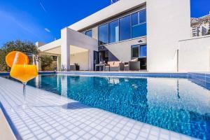 Donje Obuljeno Villa Sleeps 10 Pool Air Con WiFi