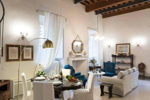 Big Lucca Hintown Apartment - AbcAlberghi.com