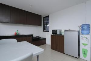 RedDoorz Plus near Plaza Indonesia, Guest houses  Jakarta - big - 18