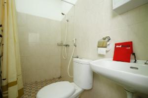 RedDoorz Plus near Plaza Indonesia, Guest houses  Jakarta - big - 8