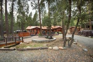 Yosemite's Buss Stop, Holiday homes  Wawona - big - 28