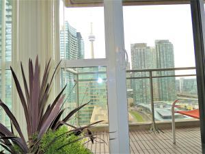 TVHR - Luxury 2 BDR CN Tower and Lake View Condo, Appartamenti  Toronto - big - 3