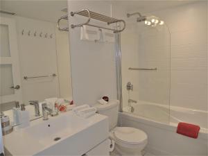TVHR - Luxury 2 BDR CN Tower and Lake View Condo, Appartamenti  Toronto - big - 7