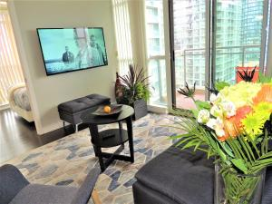 TVHR - Luxury 2 BDR CN Tower and Lake View Condo, Appartamenti  Toronto - big - 10
