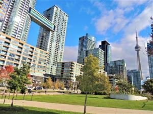 TVHR - Luxury 2 BDR CN Tower and Lake View Condo, Appartamenti  Toronto - big - 14