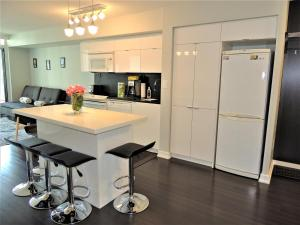 TVHR - Luxury 2 BDR CN Tower and Lake View Condo, Appartamenti  Toronto - big - 15
