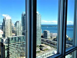 TVHR - Luxury 2 BDR CN Tower and Lake View Condo, Appartamenti - Toronto