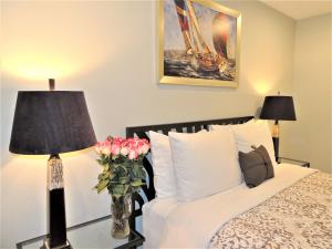 TVHR - Luxury 2 BDR CN Tower and Lake View Condo, Appartamenti  Toronto - big - 20