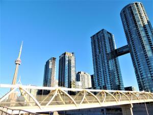 TVHR - Luxury 2 BDR CN Tower and Lake View Condo, Appartamenti  Toronto - big - 23