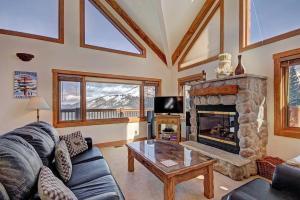 Stunning Mountain Getaway! Sleeps 10! - Accommodation - Breckenridge
