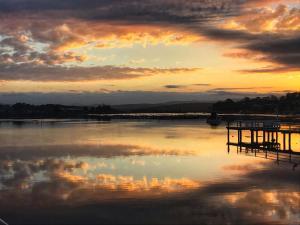 obrázek - Reflections on Merimbula Lake