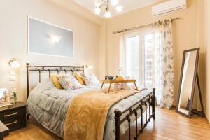 Modern Antique Private rooms near to Acropolis Museum and metro station