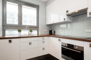 Apartments Warsaw Jeziorańskiego by Renters