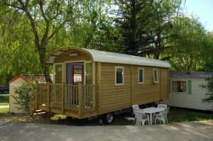 Location gîte, chambres d'hotes Camping La Ferme de Castellane dans le département Alpes de haute provence 4