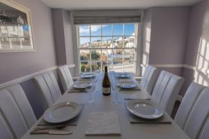 Barker Luxury Apartment, breathtaking sea views.