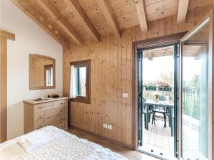 Three-Bedroom Apartment in Sacile -PD-, Apartmány  Sacile - big - 11