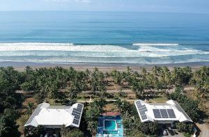 Cocomar Residences AND Beachfront Hotel, Parrita