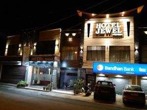 . Hotel Jewel