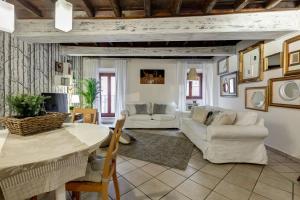 Trevi Fountain Apartment - abcRoma.com
