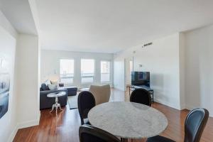 Palais-des-Congrès Furnished Apartments by Hometrotting, Apartmány  Montreal - big - 51