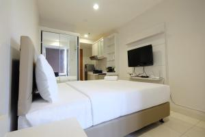 Budget Studio Apartment at Cinere Bellevue Suites By Travelio