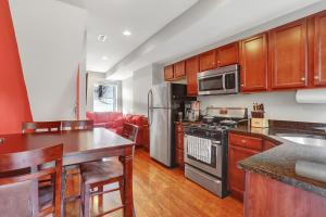 obrázek - Sparkling Clean & Updated Home, Central Walking Neighborhood w/ Private Hot Tub Patio
