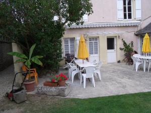 Chambres et Tables d'hôtes à l'Auberge Touristique, Bed and breakfasts  Meuvaines - big - 67