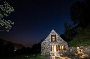 Granges LAS COSTES isolées et insolites en montagne dans les HAUTES-PYRENEES 4x4 obligatoire en hiver - Hotel - Valle du Louron / Loudenvielle