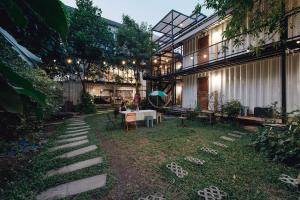 The Yard Hostel - Bangkok