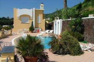 Cretaio Apartment Sleeps 5 Pool - AbcAlberghi.com