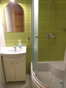 Foto Hoteli Zdjęcia Apartamentów Wczasy Noclegi Wakacje Rezerwuj