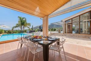 Stunning Mediterranean Villa Large Gardens Pool Jacuzzi